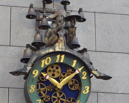 Horloge avec cadran de 11 heures