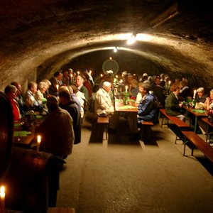 Weinproben in geselliger Runde