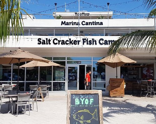 Restaurants in main marina building