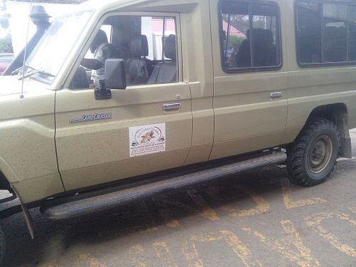 4x4 safaris with open safari landcruisers