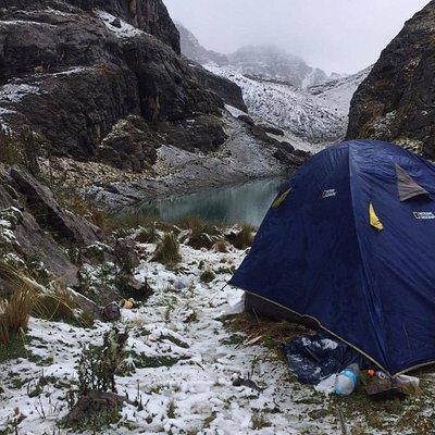 Camping en el Nevado del Santuario Nacional del Ampay, Apurimac Peru.