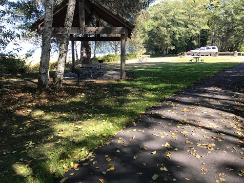 Covered area, picnic tables
