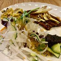 野菜たっぷりのランチセット(魚)。ご飯と黒ゴマのスープが付きます。