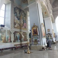 внутри храма (сейчас православный храм св. Николая)