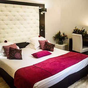 Superior Room with One Queen Bed
