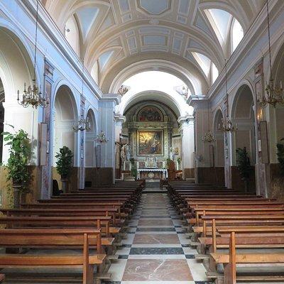 il vasto interno della chiesa