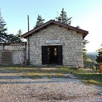 edificio de la antigua usina que proveia energia electrica al complejo, actualmente recepcion