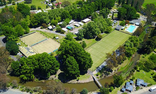 Myrtleford Holiday Park surrounded by the local Lawn Bowls Club, Tennis Club & Swimming Pool