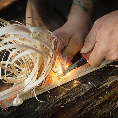 Bushcraft skills: Fire lighting techniques / Feather stick