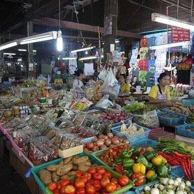 售賣新鮮蔬菜的攤檔