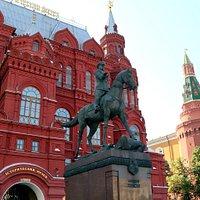 赤軍の名指揮者ジューコフの騎馬像