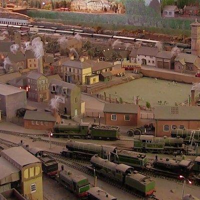 night lighting and smoke from chimneys at Lyn Model Railway