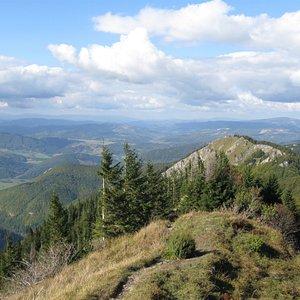 Vrchol kopce s krásnými výhledy