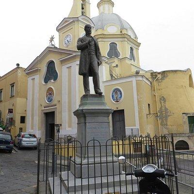 statua di A.Scialoja e dietro S.Maria delle Grazie a piazza dei Martiri