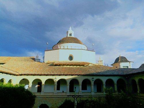 vista de la cúpula de la iglesia desde el convento museo Santa Teresa