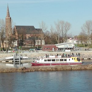 Marina w Głogowie w ciągu dnia.