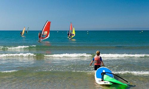 Vias - Activités et Loisirs à la plage . Photo par Comte