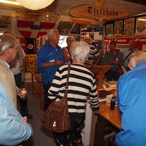 Besøgende til særudstillingen om FDF i Randers og Boys Brigade i Skotland