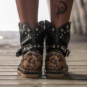 L'Artigiano di Riccione fonde lavorazione artigianale e design per dare vita a stivali unici