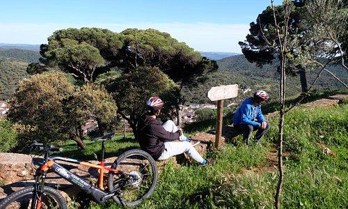 Disfrutando de las vistas del Parque Natural Picos de Aroche.