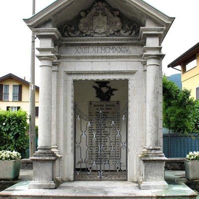 Monumento ai caduti di Maccagno Inferiore
