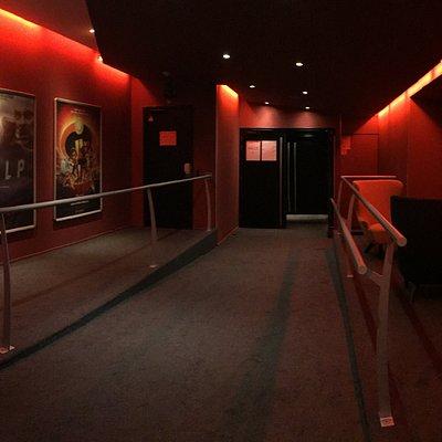 Cinéma Publicis : Salon d'attente au niveau -1