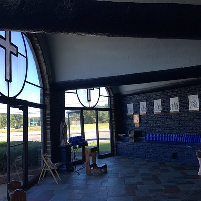 Pomona Chapel interior