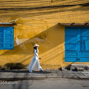An iconic scene in Hoi An You can shoot on our morning tour, with Trinh in an ao dai.