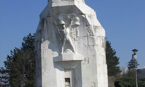 Frente del monumento
