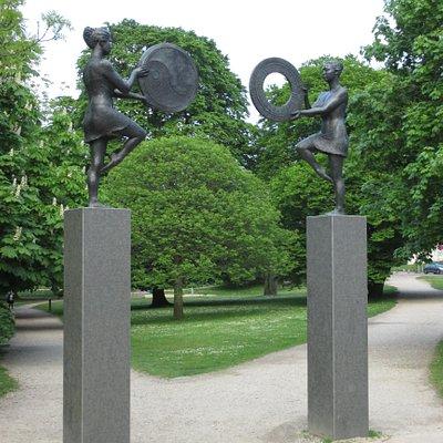 2017-05-19 Odense Balancebuen by Mette Margrethe Tobiasen Agerbæk (1960-2011) vid Klarebroen