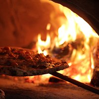 no electric oven, no gas oven no even half wood and half gas oven...REAL AND ONLY WOOD FIRED PIZ