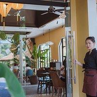 La Maison Deli - Cafe & Restaurant  🏠 102 Tôn Đức Thắng, Tân An, Hội An 🌐 www.lamaisondeli.vn