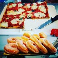 Tutti i giorni alle 16:00...pizza a taglio e bomboloni caldi...