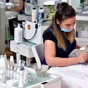 It is a special skin care with Hydrafacial (vakum system), cleans all the pores& sparkling