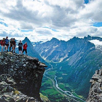Fantastisk utsikt ned mot Romsdalen