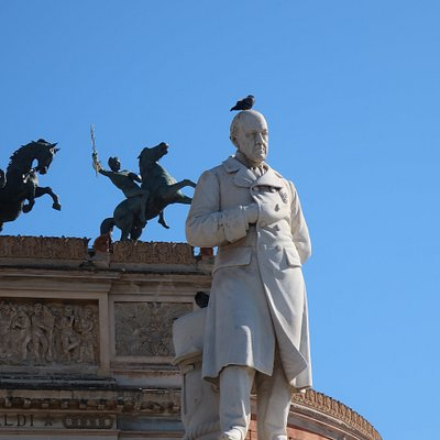 Garibaldi - with disrespectful pigeon!