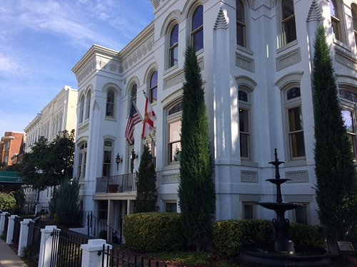 Corner lot - beautiful historic building