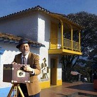 El Poncherazo, fotoagüita, or minute camera