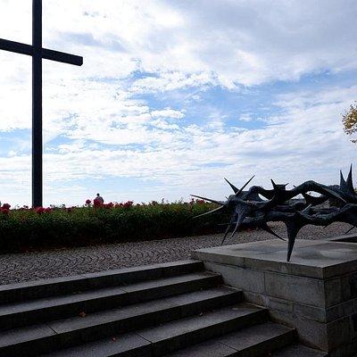 Kriegsgräber und Gedenkstätte
