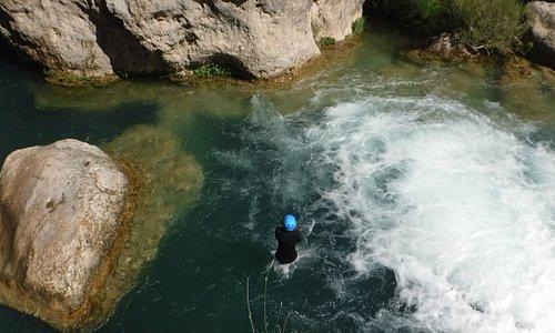 Saltando en los barrancos de Cuenca