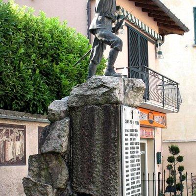 Monumento ai caduti di Maccagno Superiore