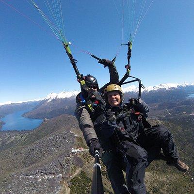Vuelo sobre el cerro Otto Bariloche Patagonia