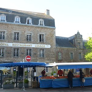 banchi nella piazza