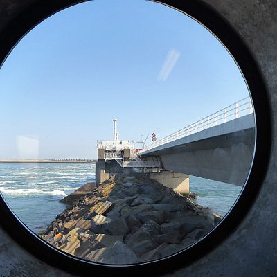 Porthole Picture of Dam and Road