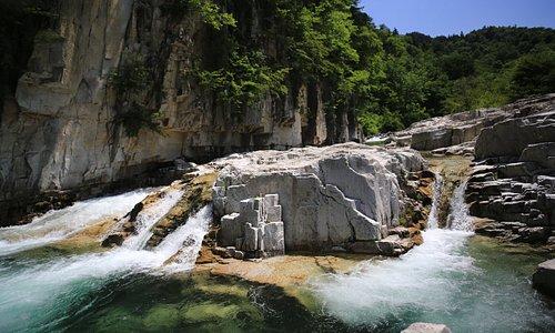 屏風岩:小滝のような渓流