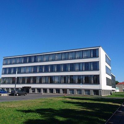 広場からの校舎