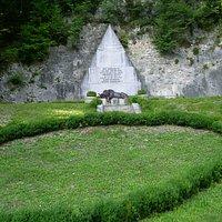 Monumento al capitano Hensel e ai difensori del forte