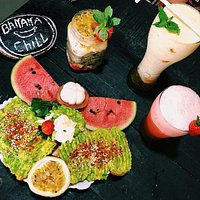 avo toast with shakes