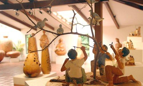 Esculturas en barro cuentan los modos de vida de los pueblos del oriente boliviano