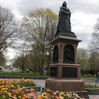 Queen Victoria Statue (2)
